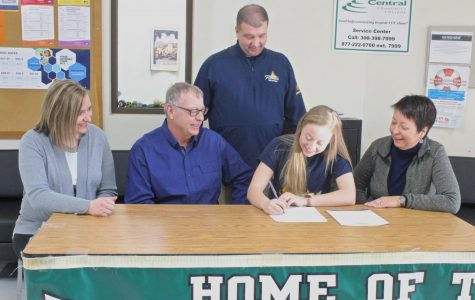 Student Signs with St. Mary's College