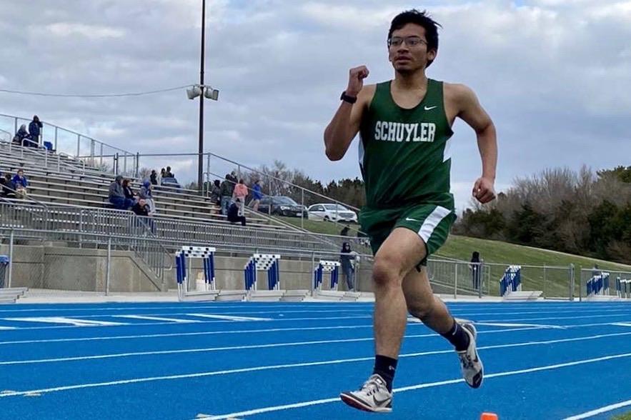 Cirilo Mejia running the 3200 meter